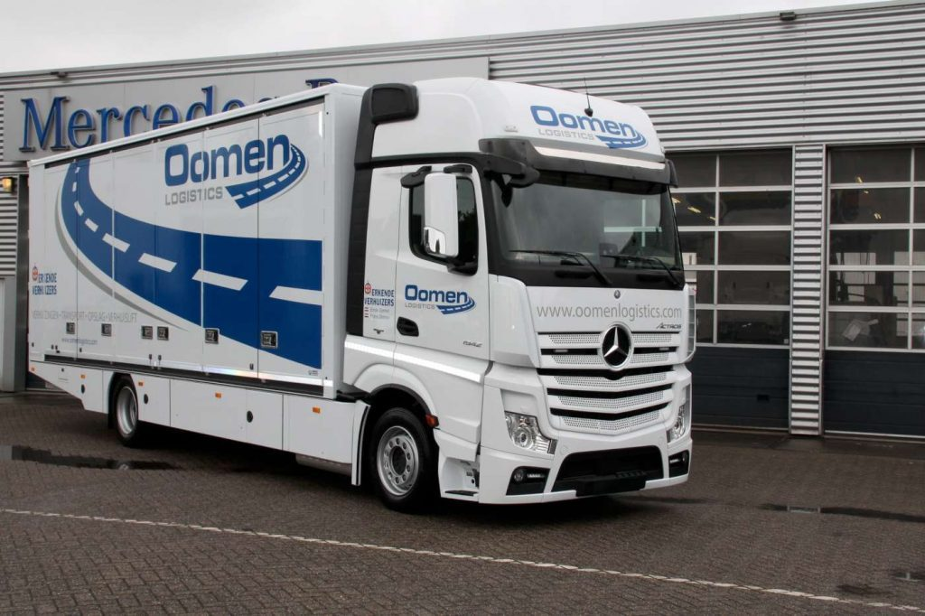 Nieuwe Mercedes Verhuiswagen